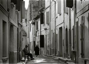 2 Arles, 1976